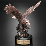 Landing Eagle Award 7 in.